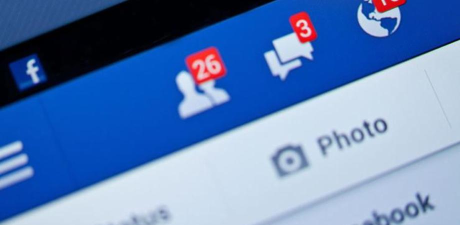Facebook, come scoprire se qualcuno si connette con il vostro account e cosa fare