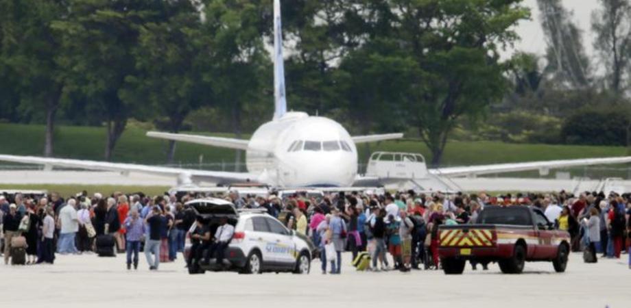 """Spari in un aeroporto in Florida: 5 morti e 13 feriti. Il killer: """"costretto a combattere per l'Isis"""""""