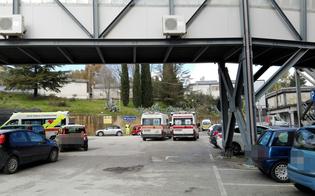 http://www.seguonews.it/caltanissetta-maxi-afflusso-in-pronto-soccorso-ambulanze-ferme-anche-unora-e-mezza