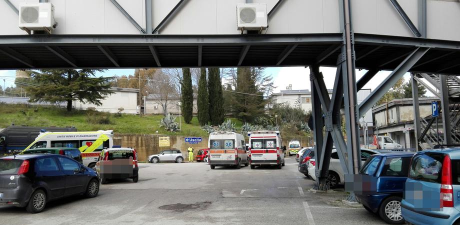 Caltanissetta, maxi afflusso in pronto soccorso: ambulanze ferme anche un'ora e mezza