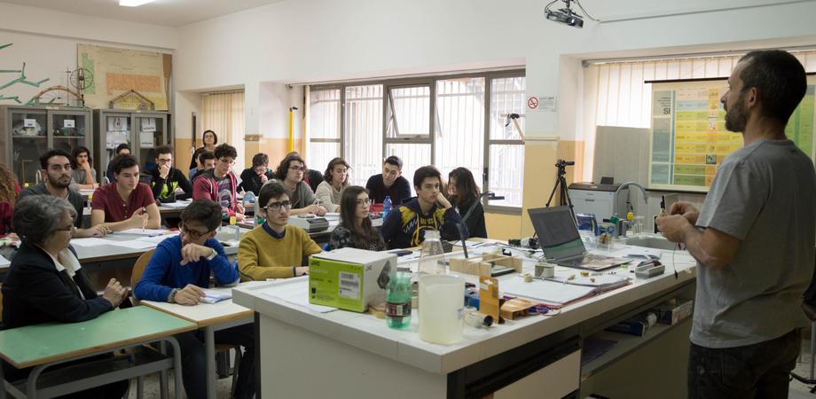 """Al liceo """"Volta"""" di Caltanissetta si coltiva la passione per il sapere scientifico"""