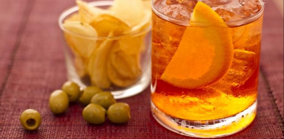 E' lo spritz il drink più leggero ma anche il più bevuto negli aperitivi degli italiani