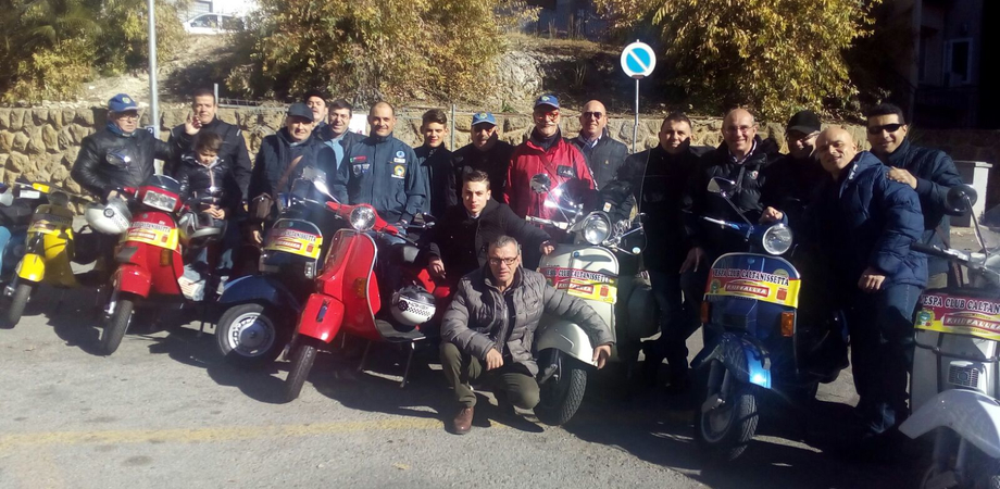 Caltanissetta, il Vespa Club brinda al nuovo anno con una passeggiata per le vie della città
