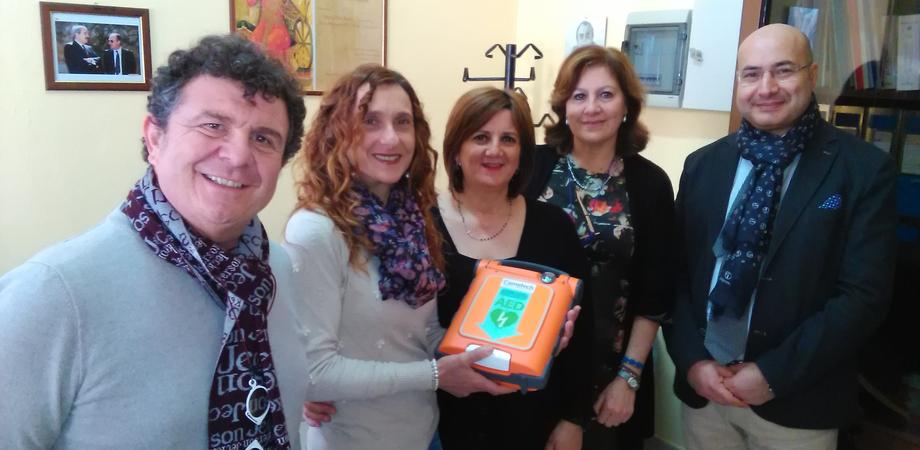 Caltanissetta, il cardiologo Scarnato all'Istituto Luigi Russo per la messa in opera del defibrillatore