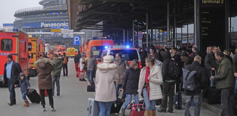 Allarme all'aeroporto di Amburgo: 50 persone intossicate da sostanza ignota