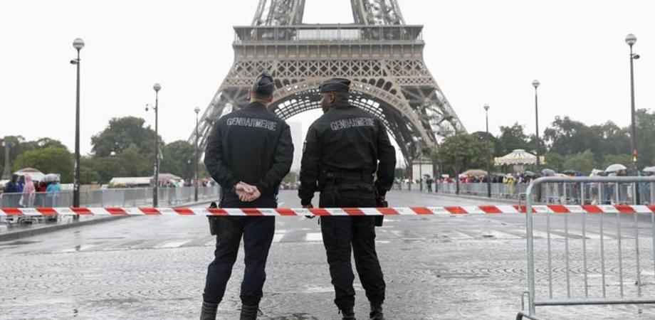 Allarme a Parigi, sventato un attacco terroristico: arrestate quattro persone