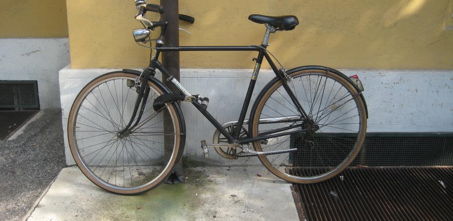 Caltanissetta, via Angeli: ladri rubano due biciclette a un cittadino pakistano