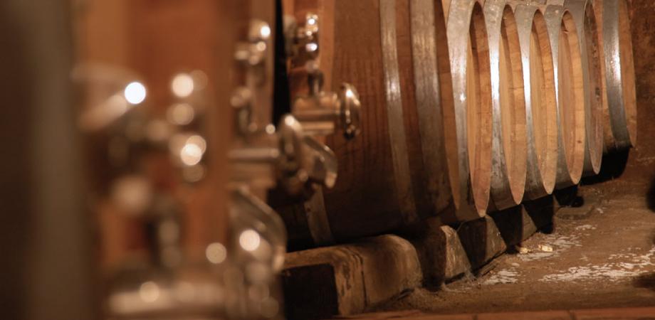 Caltanissetta, furto in un'abitazione di campagna: ladri portano via olio e vino