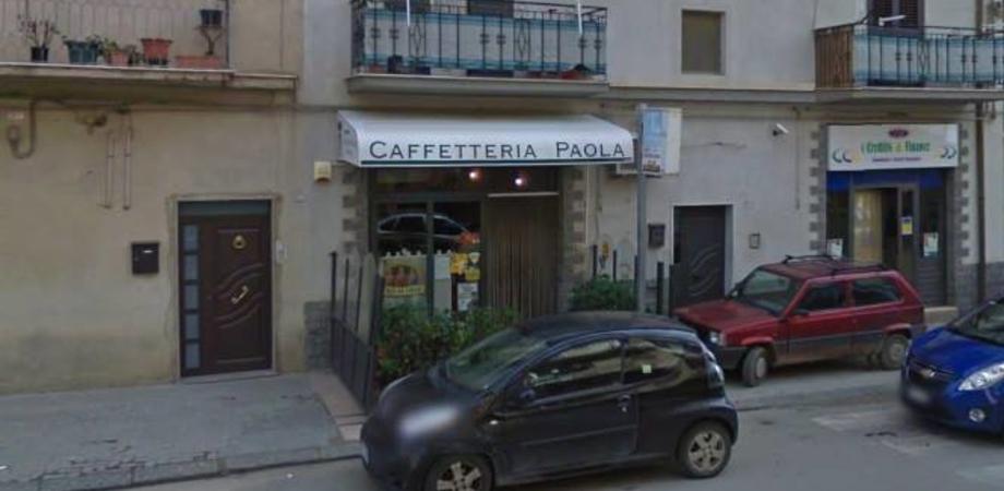Mazzarino, sfondano vetrata di un bar e portano via slot machine e sigarette per 20mila euro