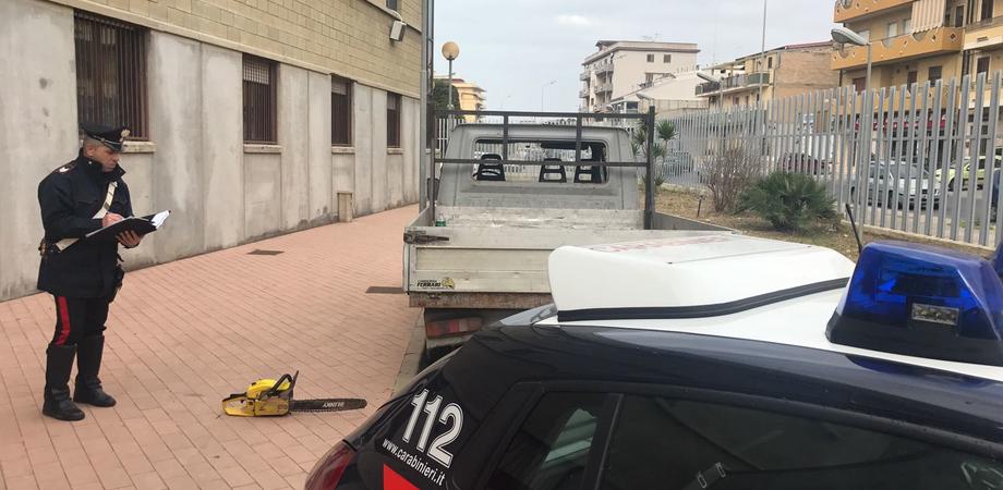 Gela, sorpresi a rubare tre quintali di legna: in tre arrestati dai carabinieri