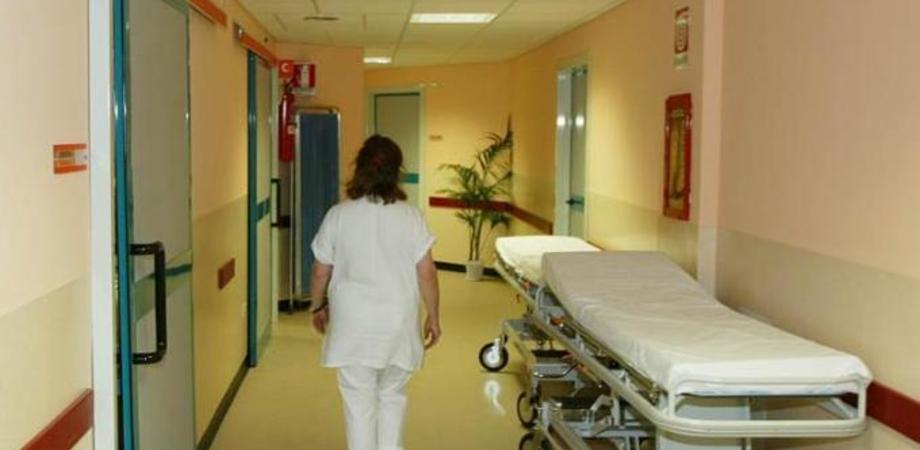 Orrore a Lecce, diciassettenne partorisce e nasconde feto nell'armadio