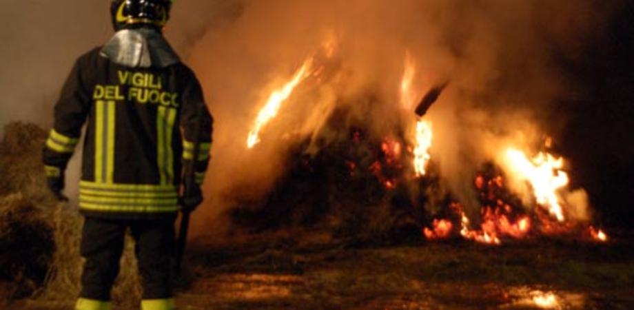 Caltanissetta, incendio in un fienile in contrada Cozzo di Naro: forse di natura dolosa