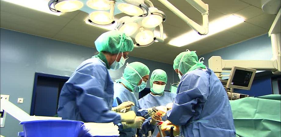 Torino, 11 ore di intervento chirurgico per il bimbo accoltellato dalla madre