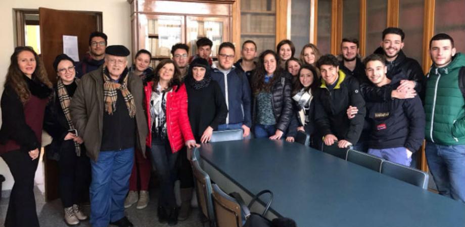"""Caltanissetta, i ragazzi dell'istituto """"Luigi Russo"""": lo studio della storia in Archivio"""