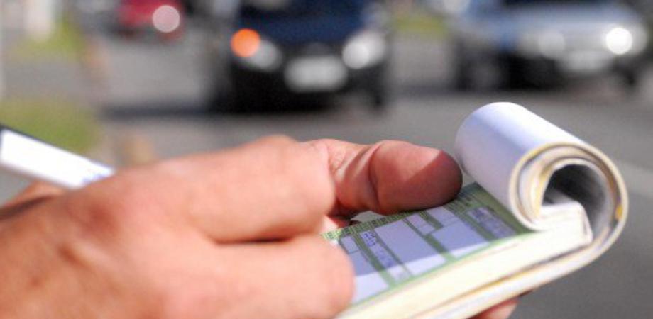 """Caltanissetta, rifiuti in orari non consentiti: 6 cittadini """"beccati"""" da agenti in borghese"""