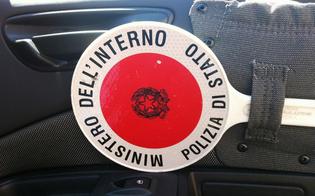 http://www.seguonews.it/gela-usava-paletta-la-scritta-polizia-entrare-aree-riservate-denunciata-guardia-giurata