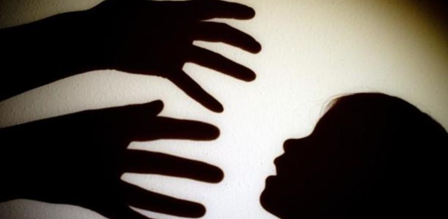 Voleva fuggire con un minorenne suo parente: pedofilo seriale arrestato a Ragusa