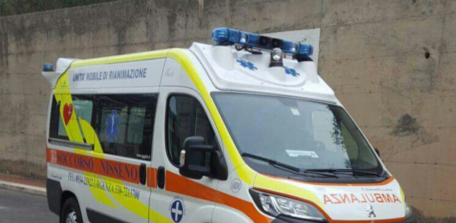 San Cataldo, incidente tra 3 auto in via Due Fontane: 20enne in ospedale con un politrauma