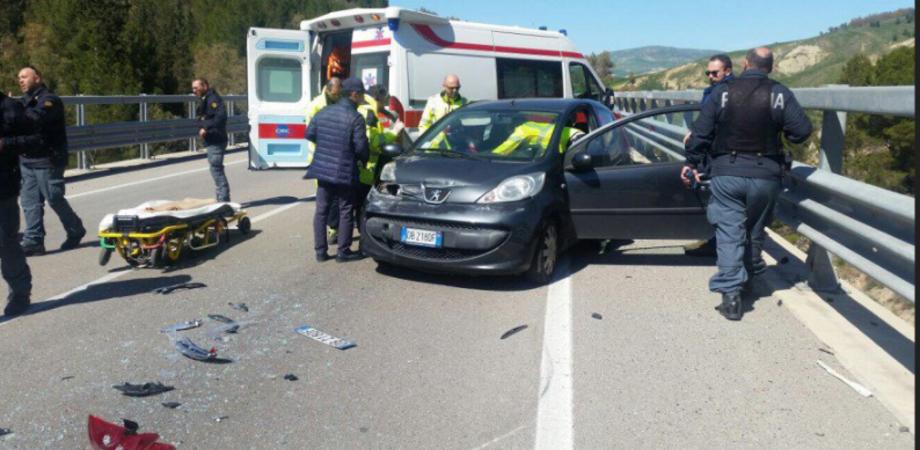 Incidente sul raccordo per Caltanissetta, un'intera famiglia di Sommatino in ospedale