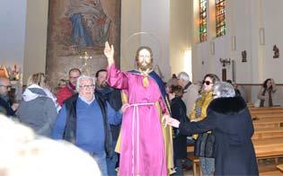 http://www.seguonews.it/caltanissetta-regina-pacis-gesu-nazareno-esce-accompagnato-folla-commossa