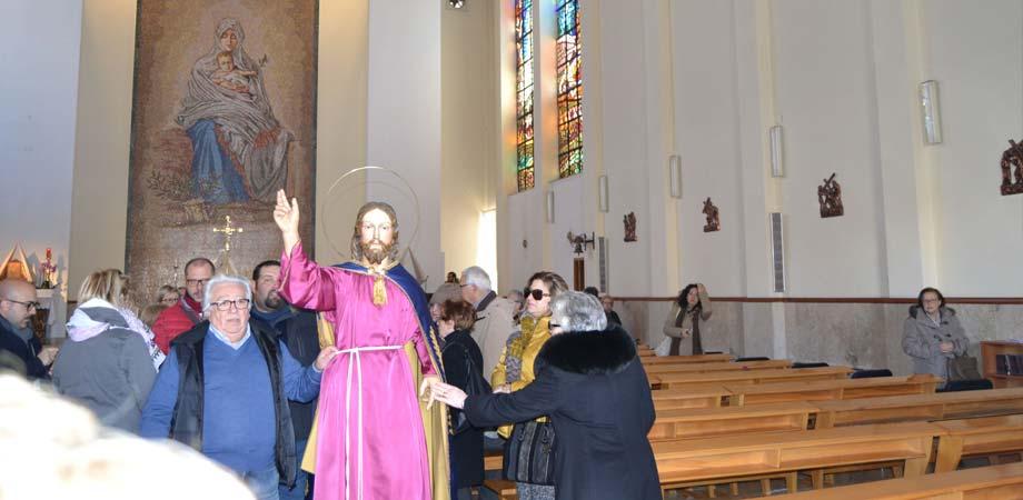 Caltanissetta, Regina Pacis: il Gesù Nazareno esce accompagnato da una folla commossa