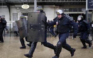 http://www.seguonews.it/parigi-terrore-allaeroporto-orly-assalitore-ucciso-sparatoria