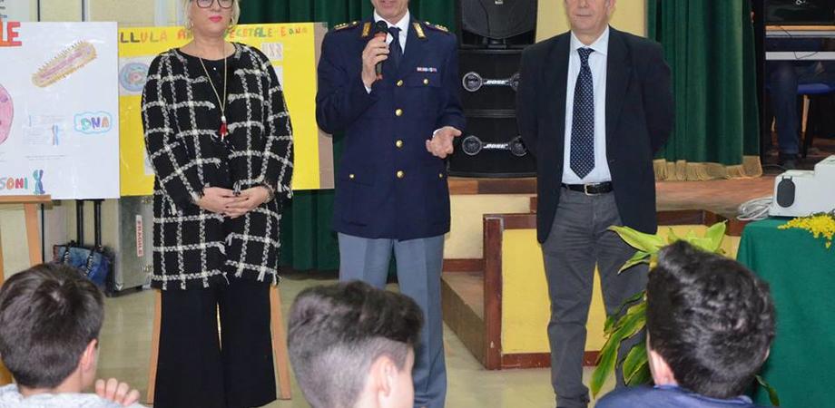 """Caltanissetta, l'apporto della polizia scientifica nelle indagini: incontro con gli alunni della """"Verga"""""""