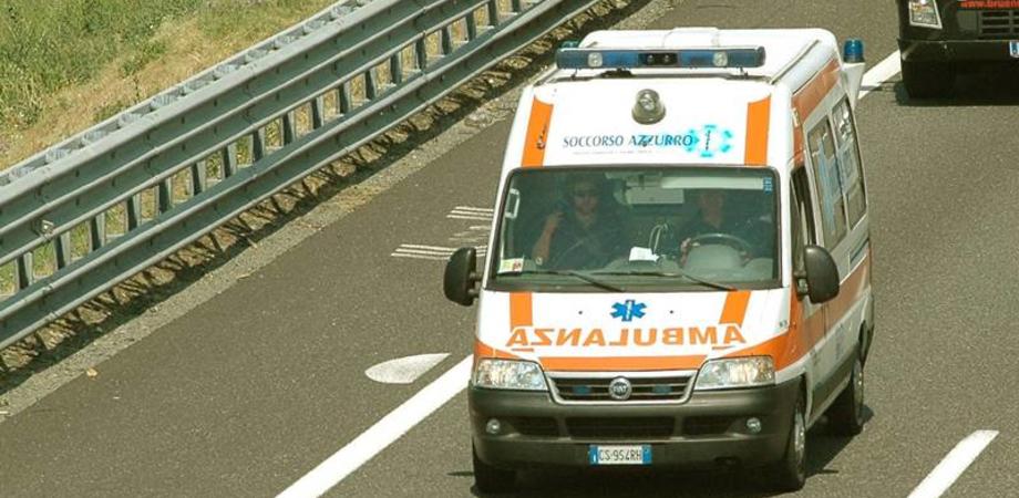 Scontro tra un bus e tre auto sulla Caltanissetta-Agrigento: 3 feriti
