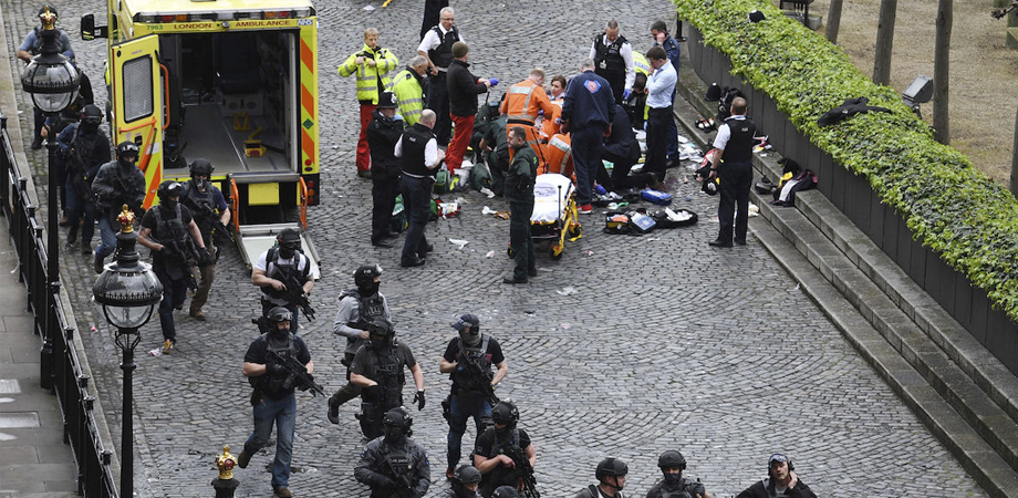 Attentato di Londra: 4 morti e 20 feriti, l'assalitore era un imam noto all'intelligence
