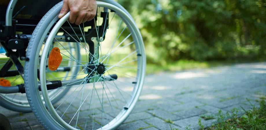 Niscemi, gli rubano la carrozzina: giovane disabile non può più uscire da casa