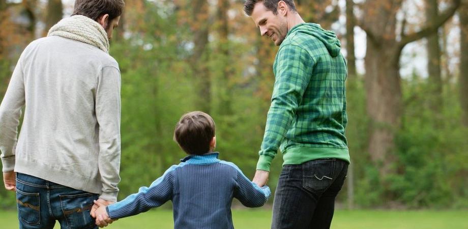 Riconosciuta per la prima volta in Italia l'adozione di due bimbi da padri gay