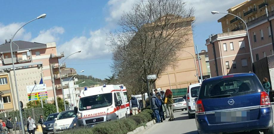 Caltanissetta, scivola sullo spartitraffico e si ferisce: 60enne trasportato in ospedale