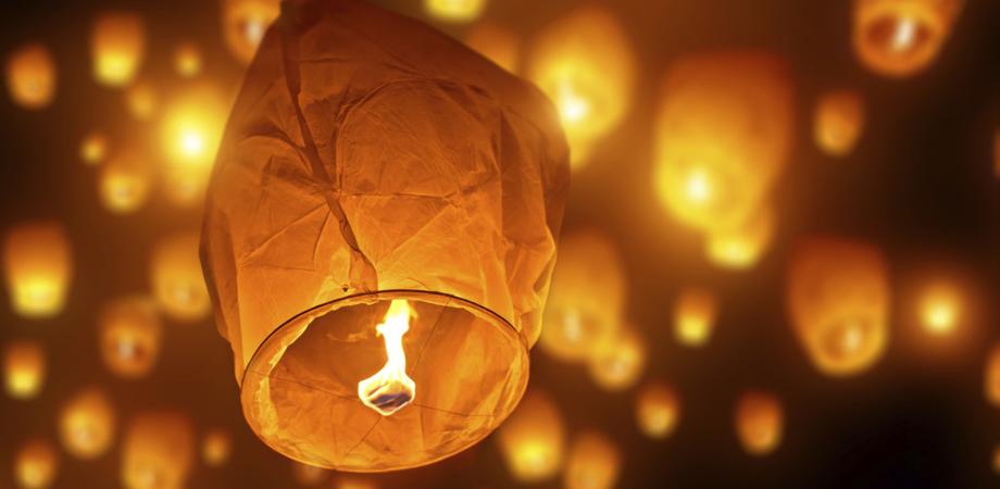"""""""Amianto nelle lanterne cinesi"""", l'allarme del Ministero della Salute: non apritele"""