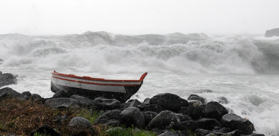 Maltempo, forte vento su tutta la Sicilia: chiusi i collegamenti per Egadi e Eolie