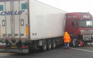 https://www.seguonews.it/autostrada-a19-chiusa-direzione-catania-un-mezzo-pesante-traverso