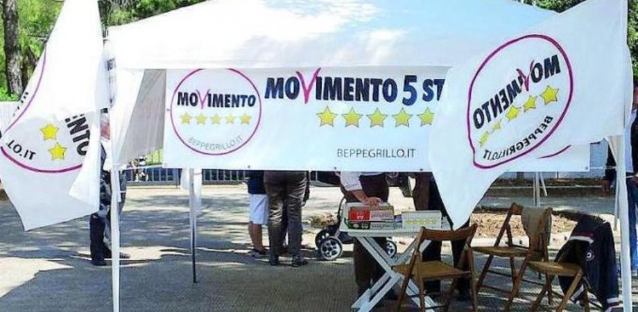 """Caltanissetta, gazebo del Movimento 5 stelle """"per costruire insieme il programma regionale"""""""