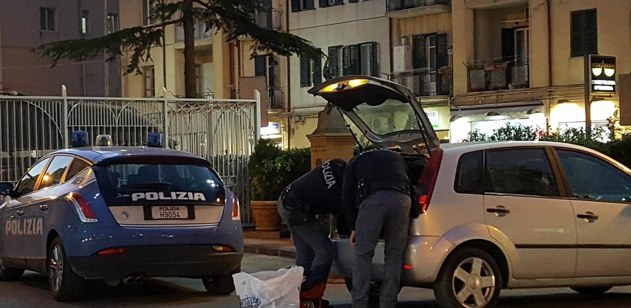 Caltanissetta, marijuana e hashish in auto: studente 22enne arrestato dalla polizia