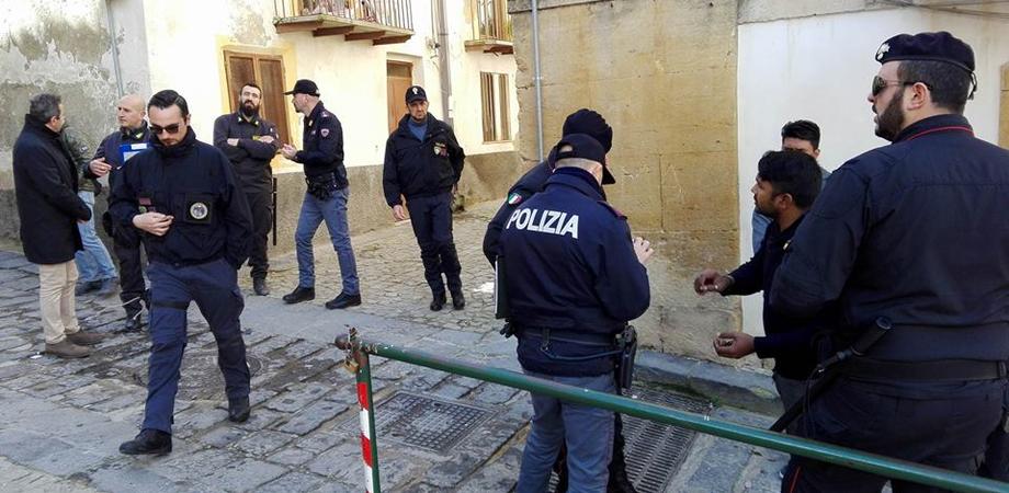 Caltanissetta,  forze dell'ordine in centro storico: controllate 71 persone, 2 denunciati