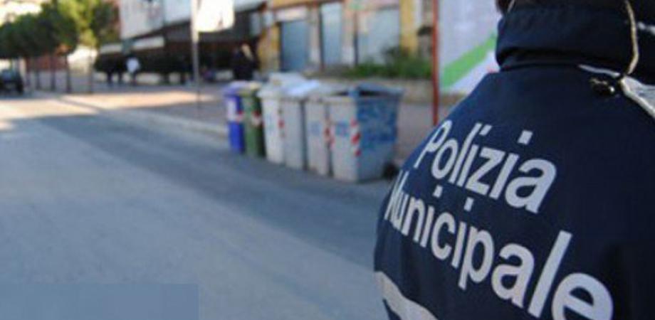Caltanissetta, rifiuti gettati irregolarmente: multe da 50 euro per sei nisseni
