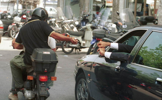 https://www.seguonews.it/malvivente-lo-affianca-si-consegnare-soldi-operaio-nisseno-rapinato-catania