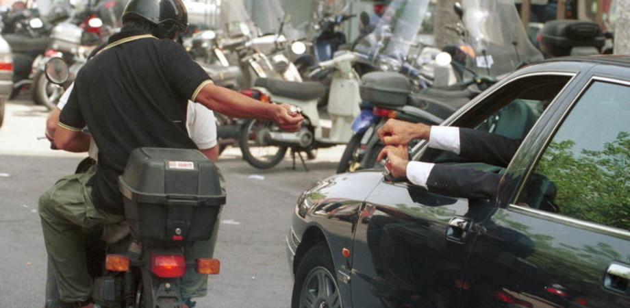 Malvivente lo affianca e si fa consegnare i soldi: operaio nisseno rapinato a Catania
