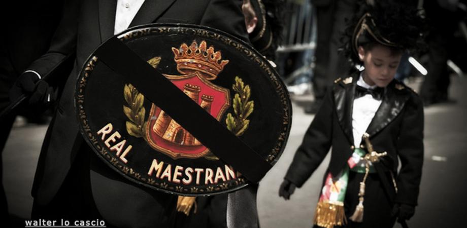 """La Real Maestranza di Caltanissetta in visita a Trapani per la """"Scinnuta"""" dei Misteri"""