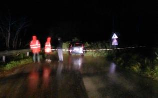 http://www.seguonews.it/caltanissetta-maltempo-sulla-sp1-albero-cade-unauto-conducente-vivo-miracolo