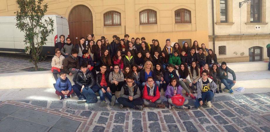 """Caltanissetta, gli alunni della """"Rosso di San Secondo"""" a teatro rivivono le avventure di Lupin"""