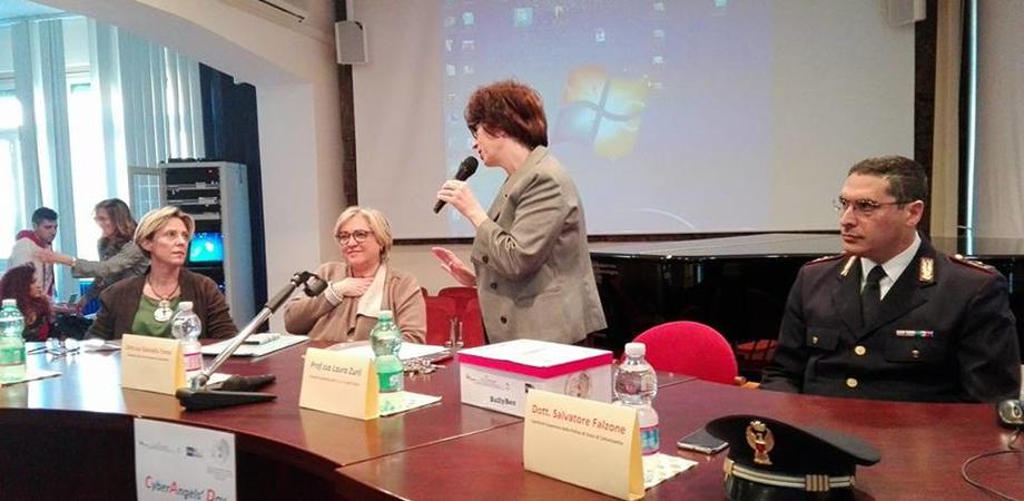 """Caltanissetta, presentato all'istituto """"Mottura"""" il progetto """"Cyber Angels: rete contro il bullismo"""""""