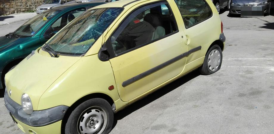Caltanissetta, danneggiata l'auto di una 35enne: la polizia denuncia il responsabile