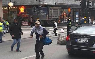 Terrore a Stoccolma, camion sulla folla: 4 i morti nell'attentato