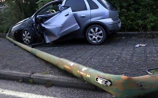 Caltanissetta, cane le taglia la strada: automobilista si schianta contro un palo