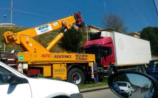 http://www.seguonews.it/caltanissetta-prende-strada-vietata-e-resta-in-panne-camion-blocca-il-traffico