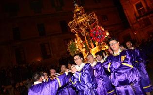Caltanissetta, il Cristo Nero: tra commozione e silenzio la processione più amata
